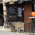 Photos: 自転車のディスプレイがあるバー