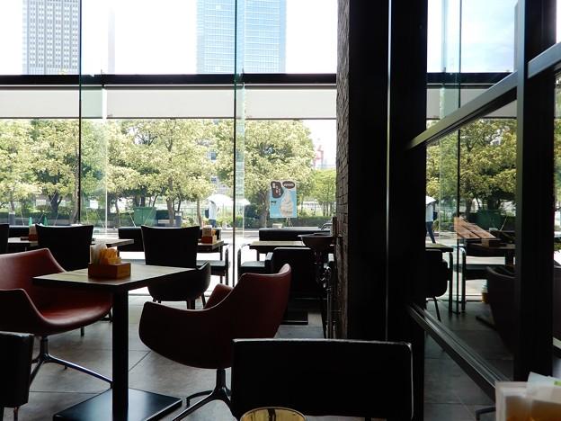 梅田スカイビル・タワーイースト1階喫茶店 (1)