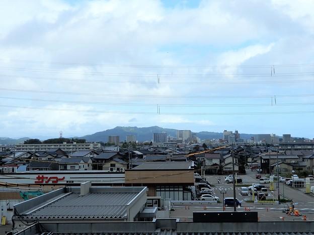 二上山遠望・新高岡駅から