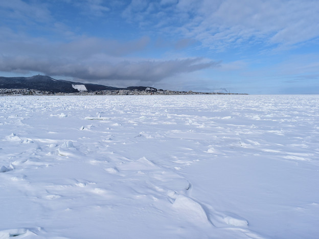 紋別沖全面に接岸している流氷