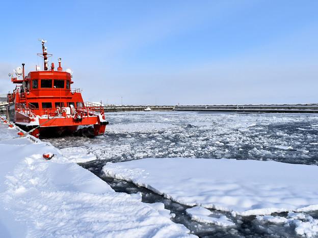 紋別流氷観光船「ガリンコ号」