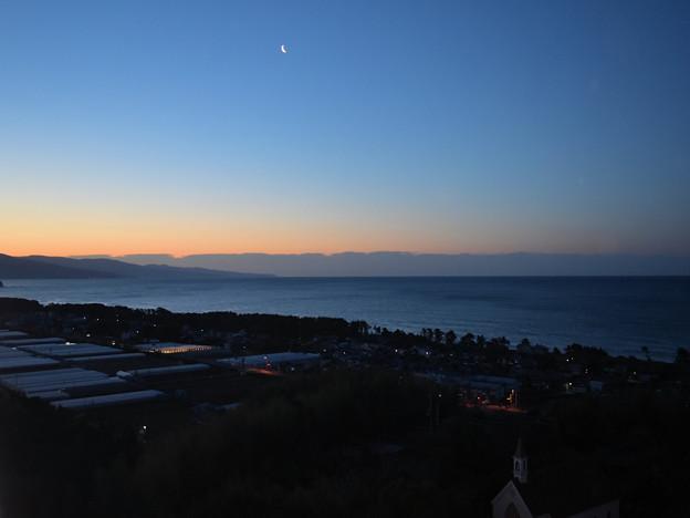 Photos: 室戸岬を望む夜明け
