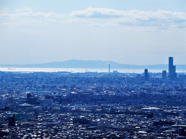 枚岡展望台から淡路島を望む