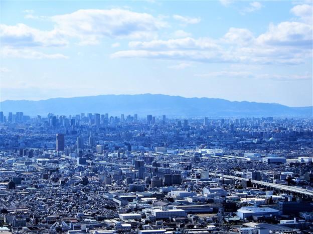 枚岡展望台から六甲山を望む