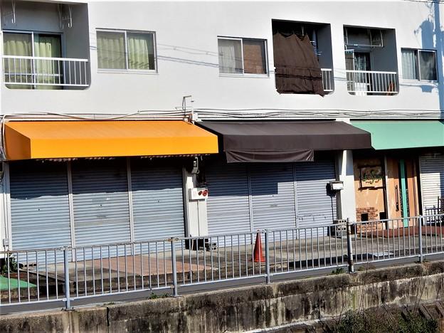 元喫茶ナナ(左側)