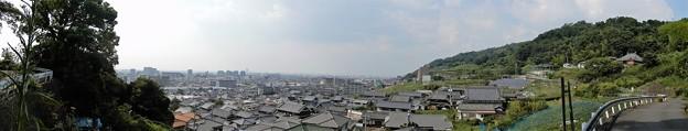 観音寺前の道路の高みからの眺め