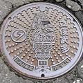 Photos: 037-0000五所川原市のマンホール(立佞武多の図柄)