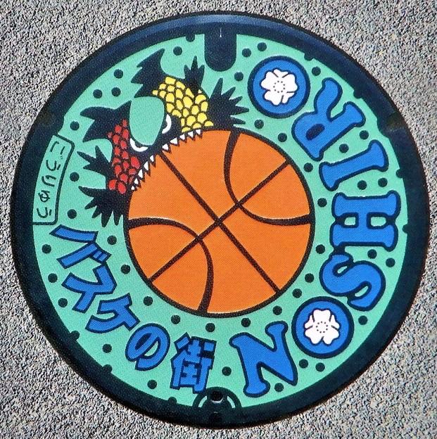 016-0000能代市のマンホール(バスケットボールの図柄)