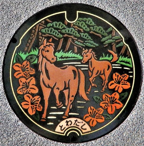 034-0000十和田市のマンホール(馬の親子の図柄)