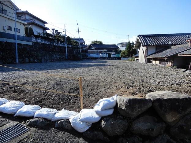 お寺の向かいが空き地に整備されて・・ (2)