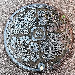 904-000沖縄市のマンホール(モノクロ版)