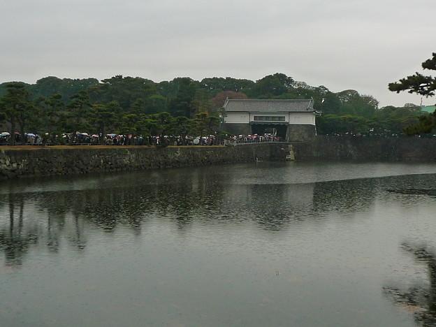 坂下門と蛤濠(はまぐりぼり)