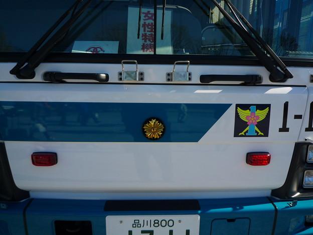 輝く旭日章が美しい警視庁の大型バス。