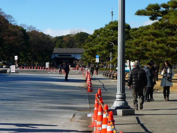 正面に見えるのは桜田門
