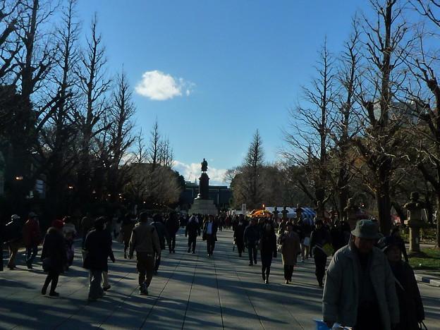 正面に見えますのは大村益次郎銅像