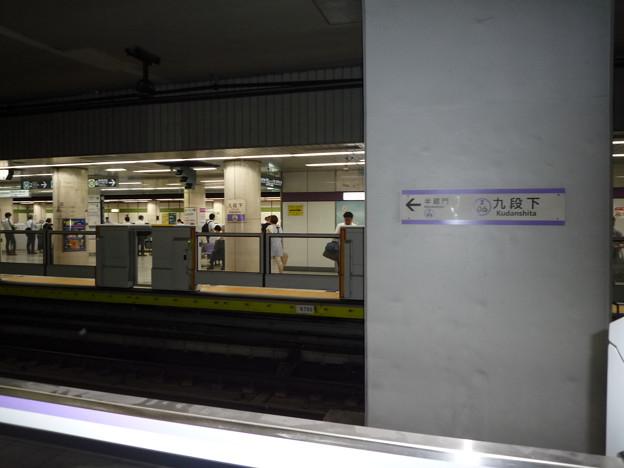 以前は駅ホームに安全のための開閉門などないのが普通でした