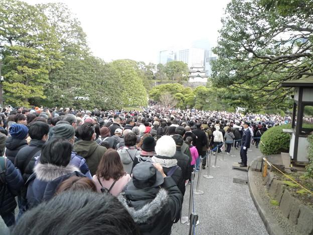 Photos: 坂道、下りきると坂下門