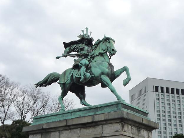東京の顔 大英雄楠木正成公銅像