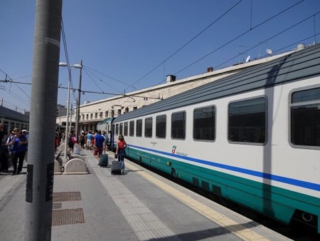 DSC00754ローマ・テルミニ駅に到着