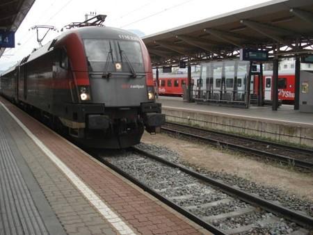 インスブルック行きRailJet(ヴェルグル駅)