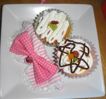 ピンクのリボンとケーキ