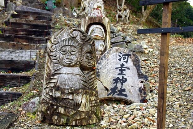 河童神社の木像