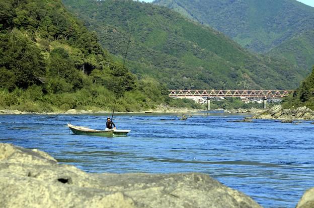 Photos: 清流の川漁師