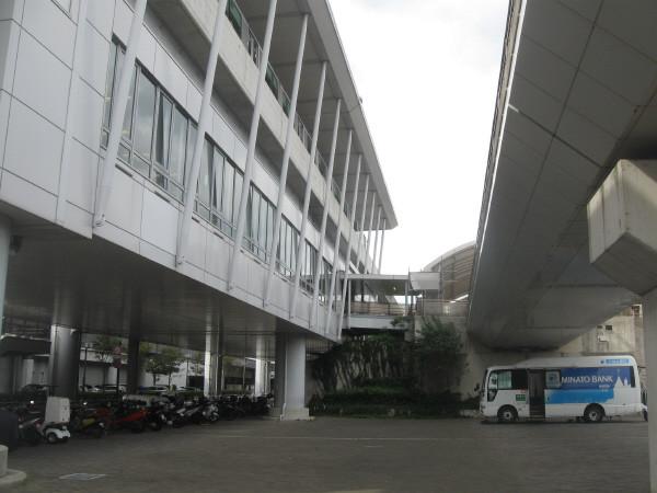 先端医療センター前
