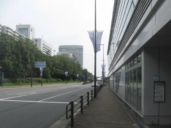 市民病院前