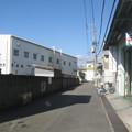 Photos: 倉庫が覆う