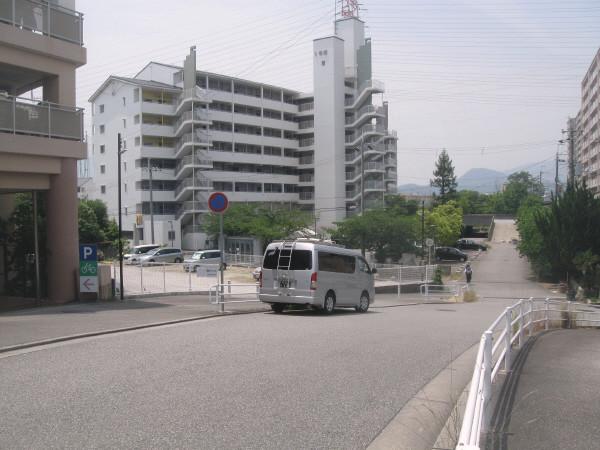 Photos: 坂道に一台