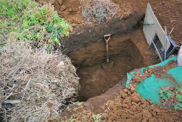 ゴミ穴追加掘り