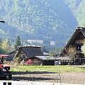写真: 白川郷とトラクター