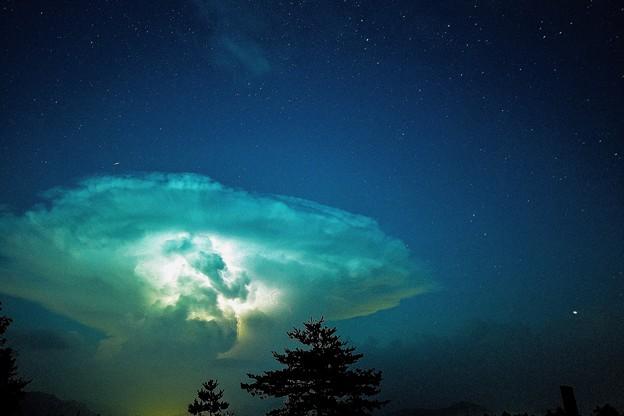 写真: 積乱雲と星