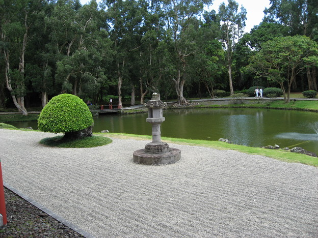 写真: 平等院の前に広がる庭