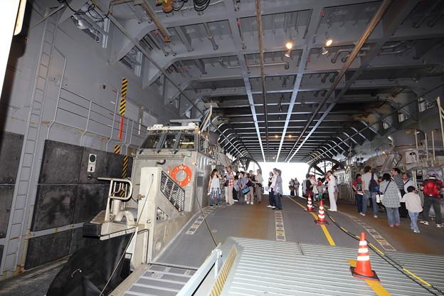 Photos: 輸送艦おおすみ一般公開 下関あるかぽーと