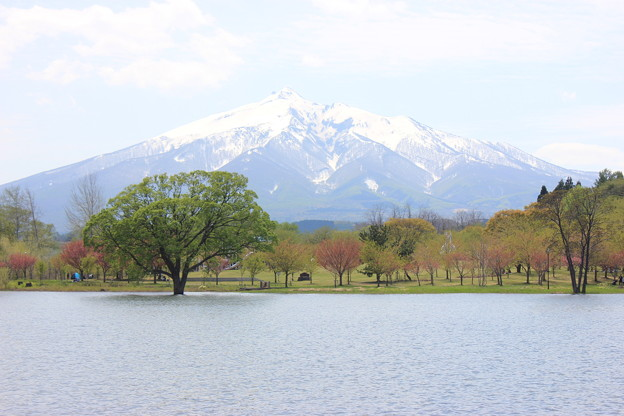 津軽富士見湖から望む岩木山