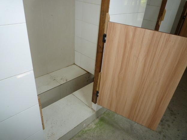 トイレが語る文化 四方山話 Old-style squat toilet    (Secret  tal-k on wc)