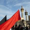 写真: 旗の下に~マシュハド Haram-e Motahhar square