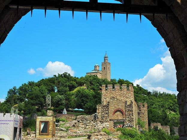 写真: ツァレヴェッツの丘~ブルガリア View of Tsarevets Fortress 【春分の頃迄お休みします】