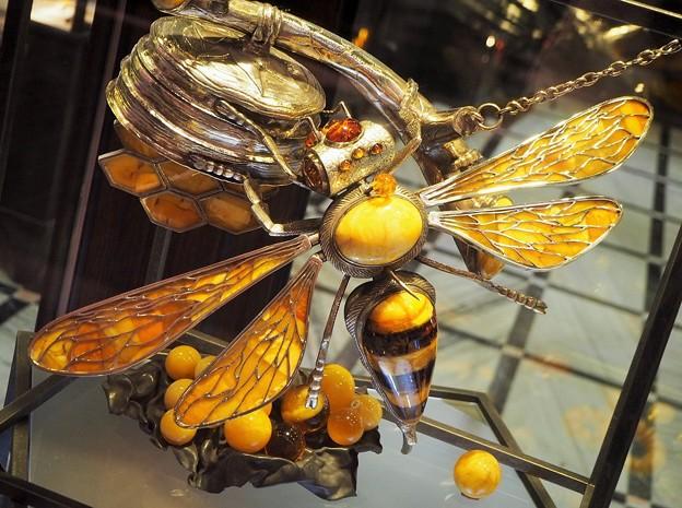 琥珀の蜂 Amber Hornet