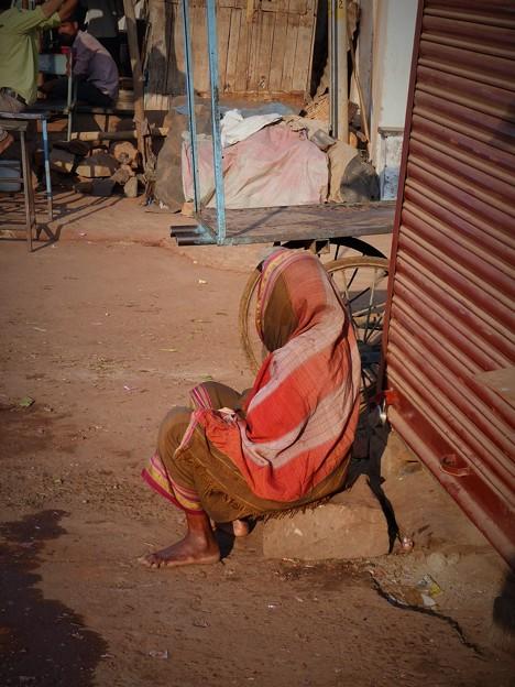 不安な日々~インド Indian Old Woman