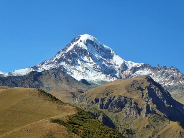 涼を呼ぶ~カズベク山、ジョージア Mt. Kazbek