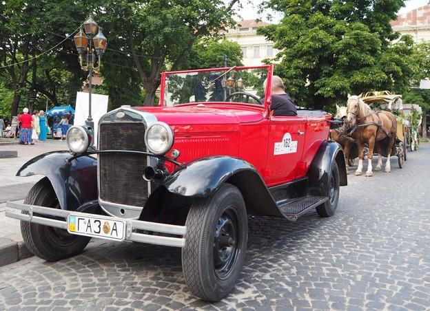 観光用乗り物~ウクライナ Car & Carriage