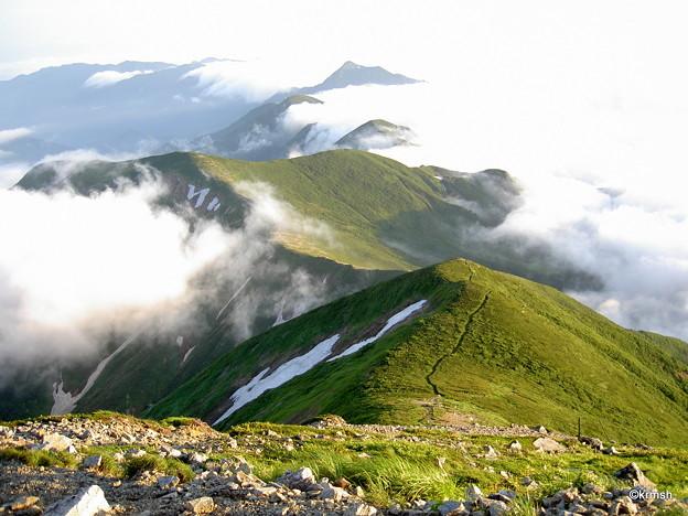 Photos: 全貌を見せる朝日連峰