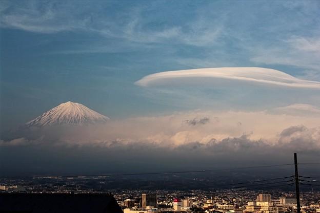 3月15日富士宮からの富士山~ 霞んでいますが、吊るし雲が出ています(^ ^)
