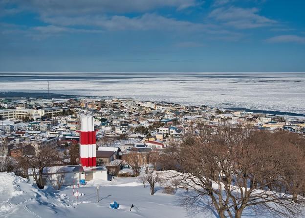 流氷野を望む紋別灯台