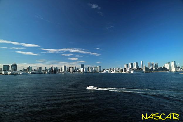 Photos: White boat 09102019