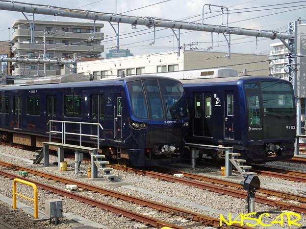 SOTETSU 20000系電車(左)、9000系リニューアル車両(右) 20201003