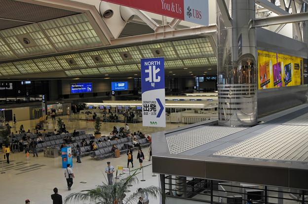 成田国際空港ロビー